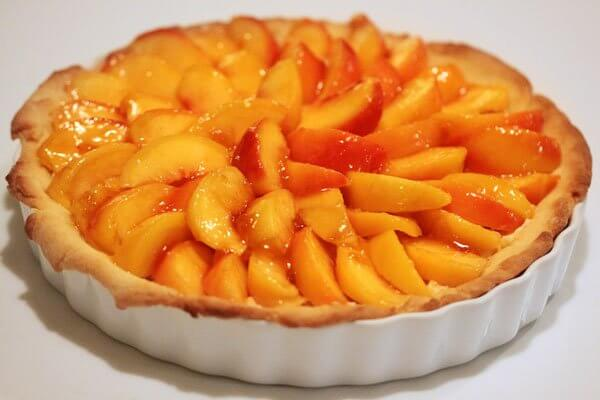 Peach and mascarpone tart