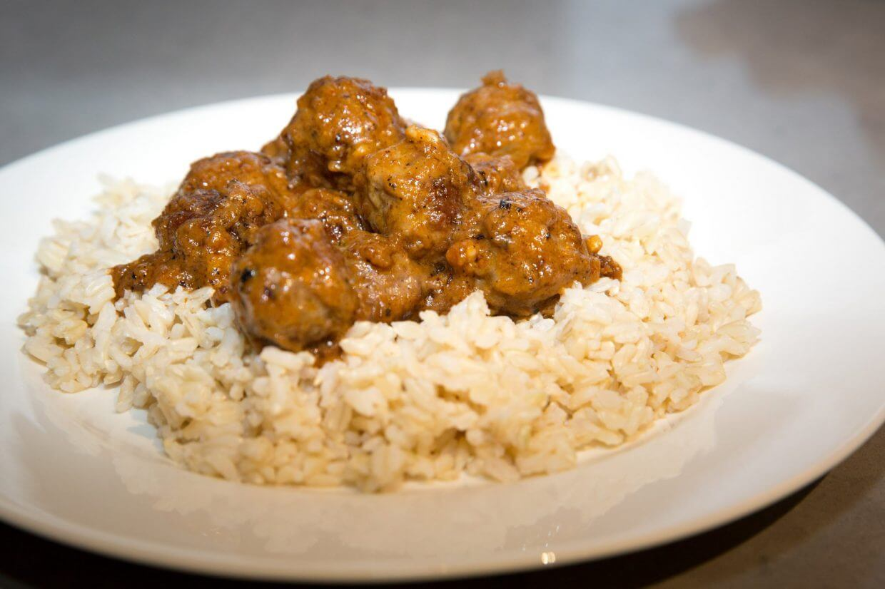 Meatballs in peanut curry sauce